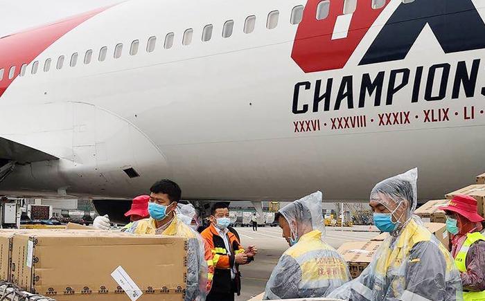 正在深圳转运口罩的英国飞机.jpg